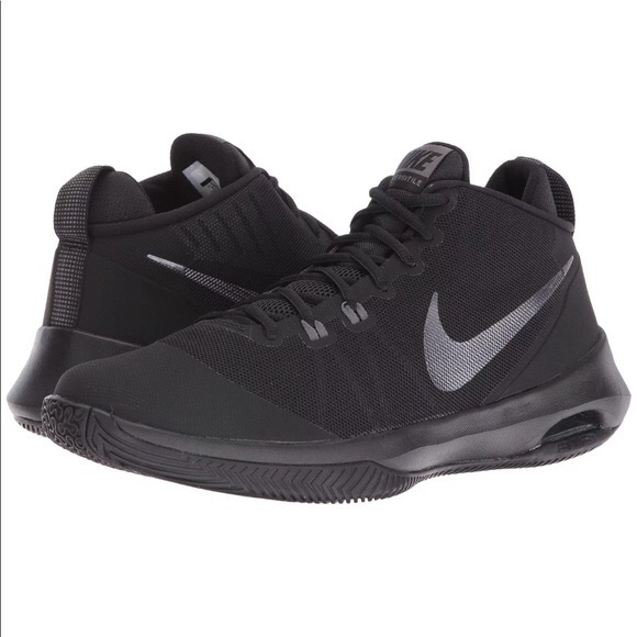721823ec3a48 NWOT- Men s NIKE Air Versatile Basketball Shoes. M 5bbc04609e6b5b44e1fbc43a